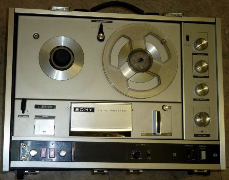Practical 1970s period tape recorder