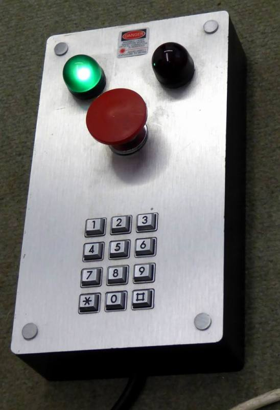 Door entry box with keypad & red/green flashing lamps