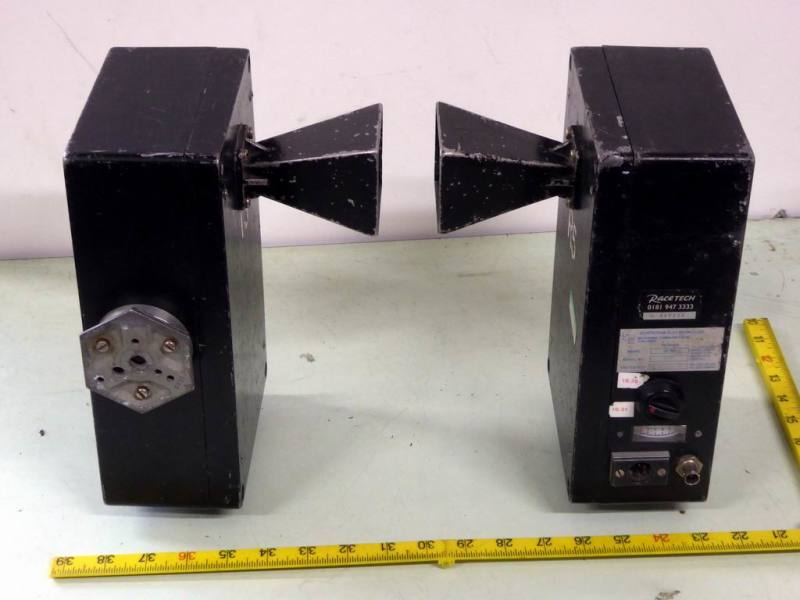 Microwave communications link transmitters & receivers with square horns