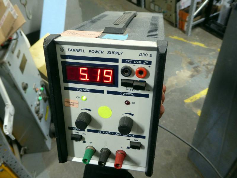 Practical laboratory/workshop bench power supply with red LED display