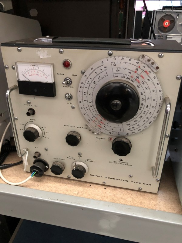 Signal Generator (type 848) with large dial