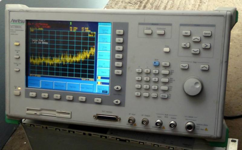 Spectrum analyser & radio test set