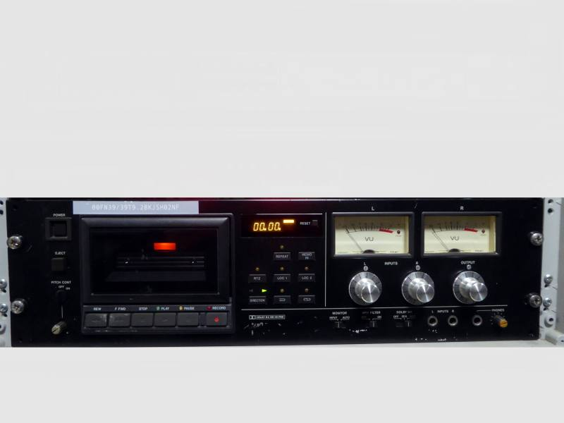 Practical professional rack mount black cassette tape deck