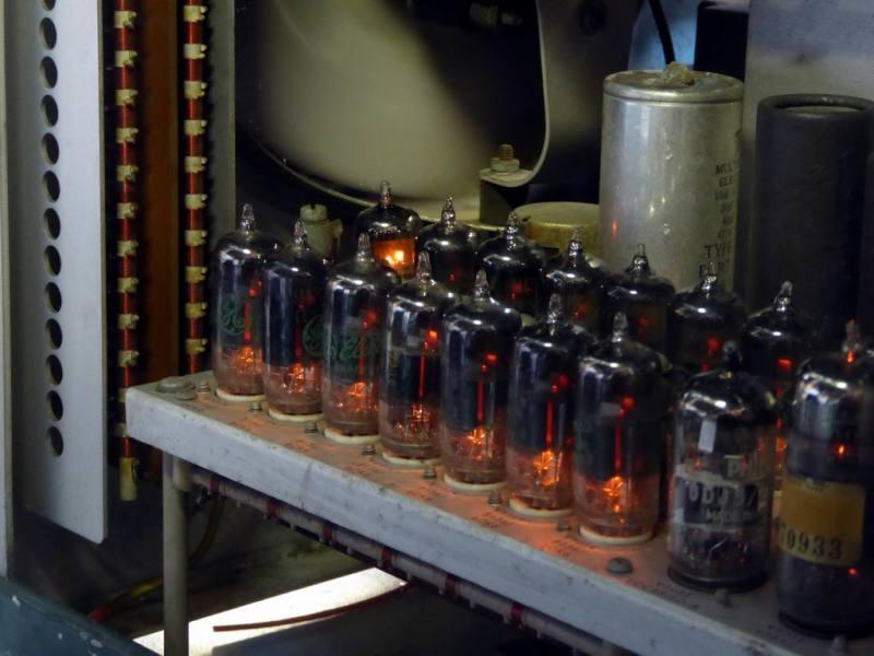 Internals of Tektronix 545A valve oscilloscope.