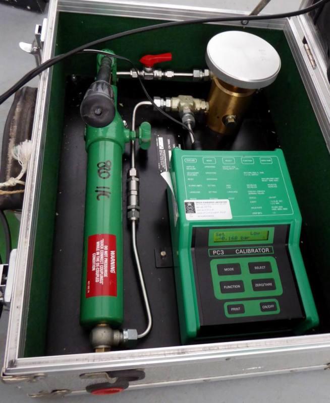 Hydraulic/pressure pump portable prop in suitcase