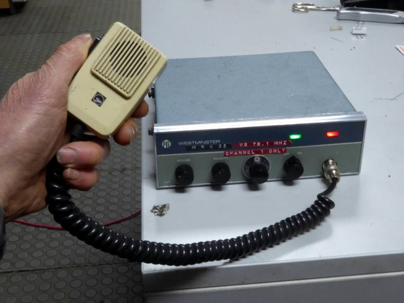 Practical 1950s-1960s taxi/police car radio transmitter/receiver