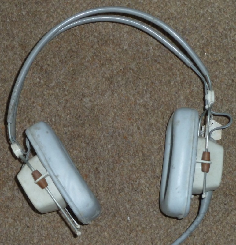 Period headphones in light grey