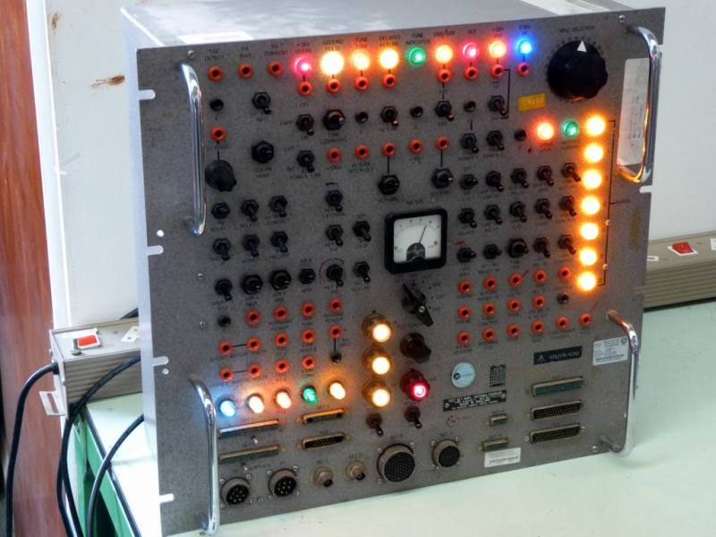 Large, practical 1950s-1960s era switch & coloured lamps control panel