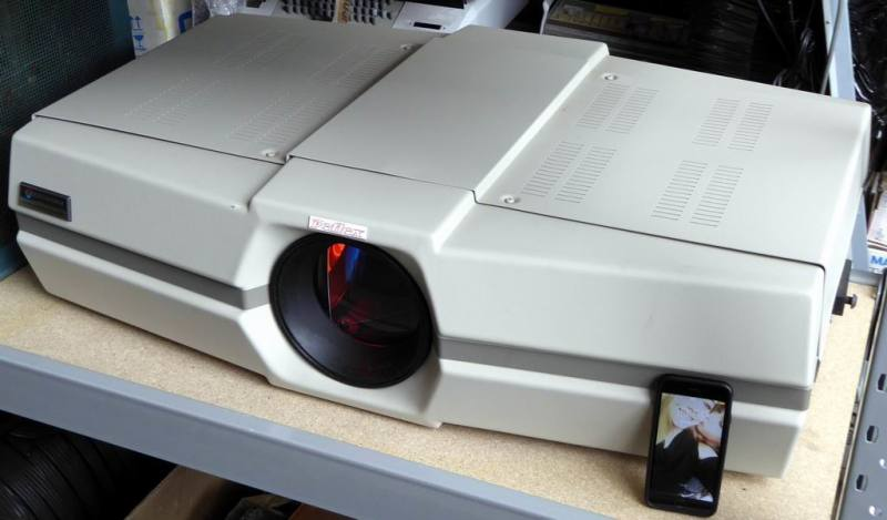 Giant period pub type video projector