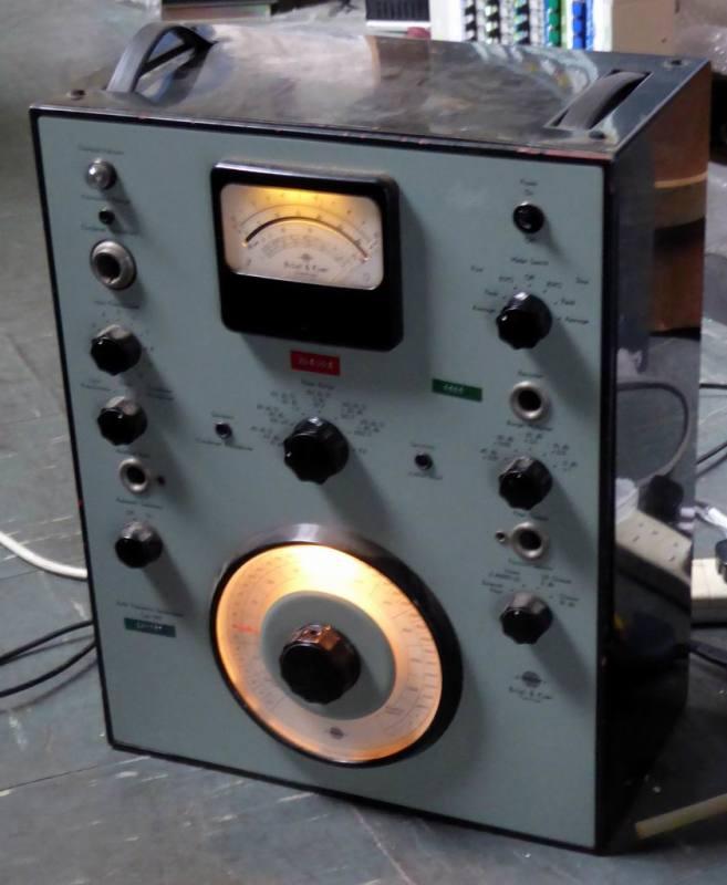 Retro benchtop radio