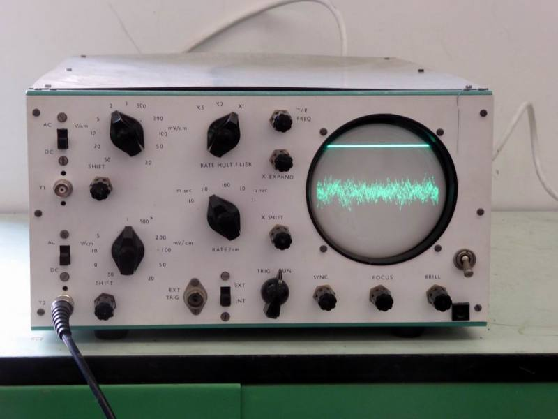 Practical home made scientific oscilloscope - green wavy line display