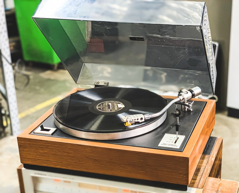 Practical wooden finish turntable (DOMUS BD 2000)