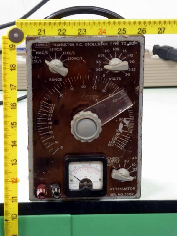 Levell period electronic laboratory oscillator