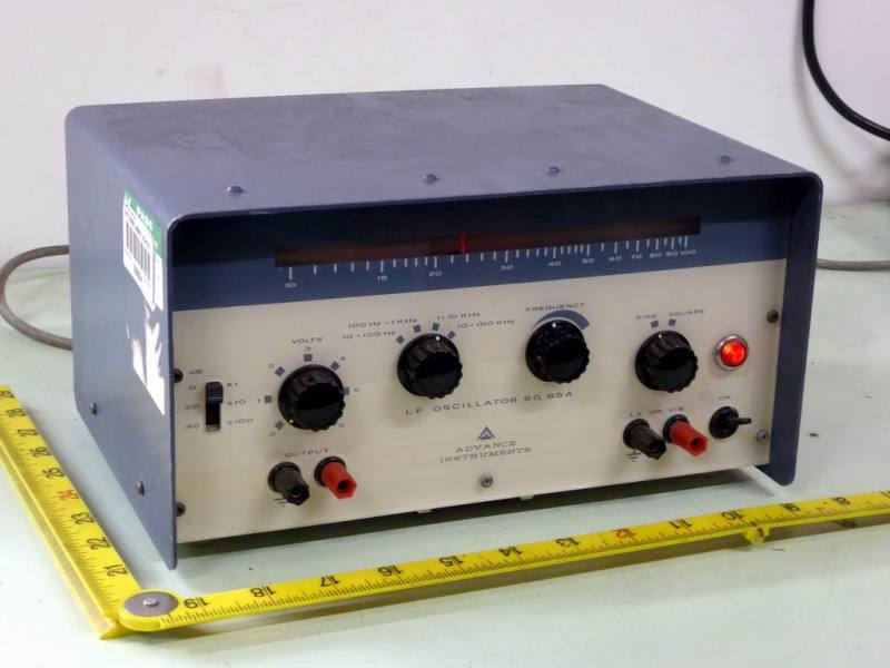 Practical oscillator/radio with calibrated linear tuning scale