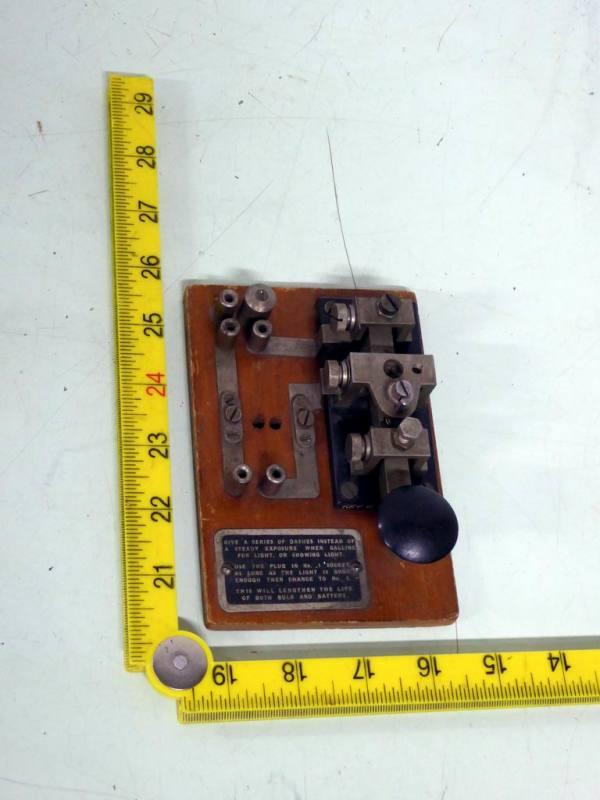 Period morse key for radio transmitters