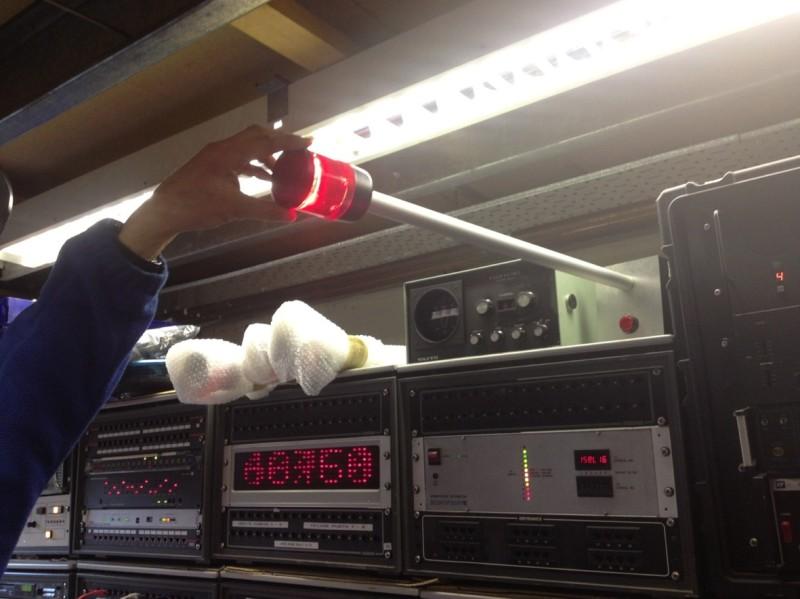Pole mounted flashing beacon