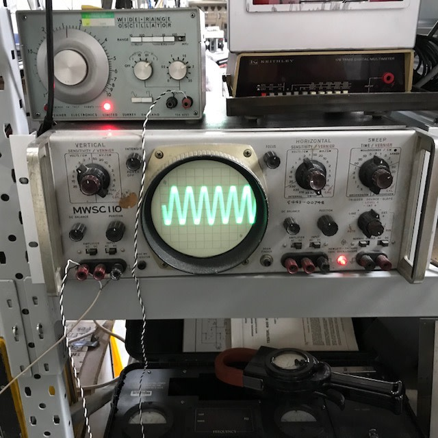 Practical period oscilloscope with large round tube