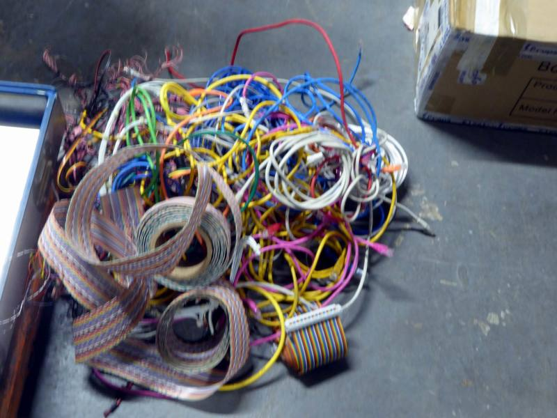 Selection of colourful dressing wire & rainbow ribbon cable
