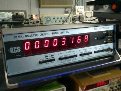 Practical 8 digit laboratory frequency counter/timer with large red digits