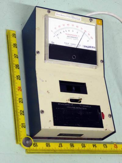 Laboratory absorption measuring instrument