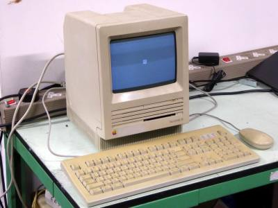 Original Apple Mac SE computer, keyboard & mouse