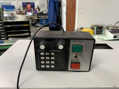 Small gadget box with keypad and red/green buttons