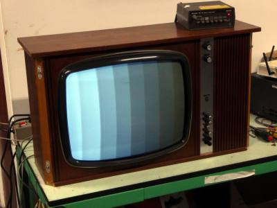 "Practical 1960s Philips black & white 20"" TV in wooden case"