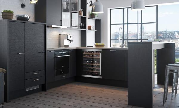 Inbyggbar vinkyl från mQuvee i modernt kök