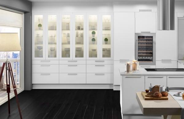 Rostfri vinkyl integrerad i stilrent kök