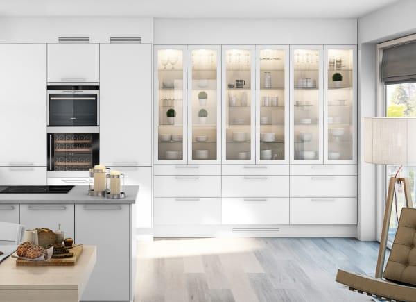 Integrerbar vinkyl i rostfri och svart finish i vitt kök