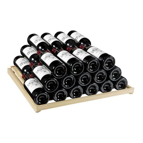 Elegant vinlagringshylla med vinflaskor till Artevinos vinlagringsskåp