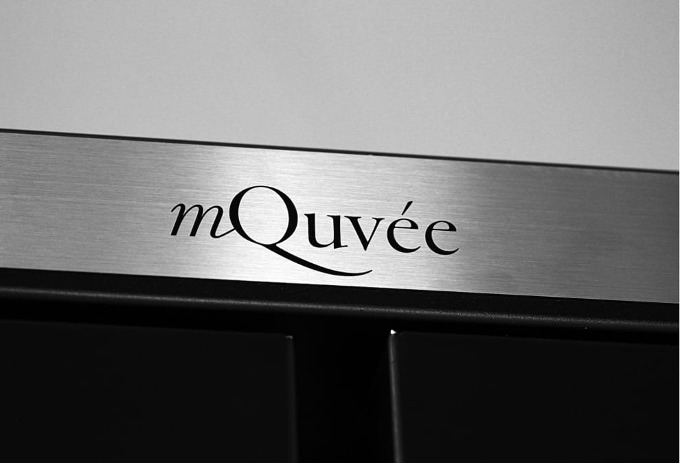 mQuvée logga rostfri bakgrund