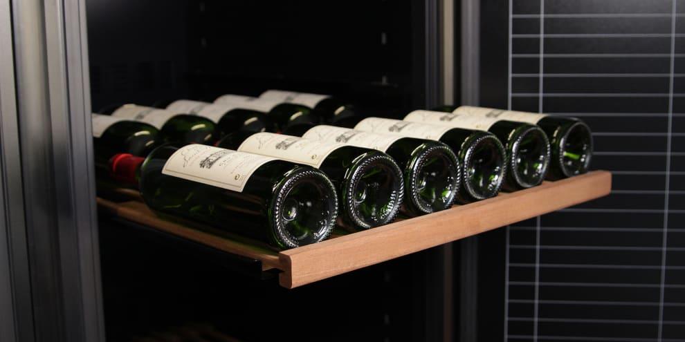 Hylly ''Sliding'' mQuvée – WineStore 800 & 1200