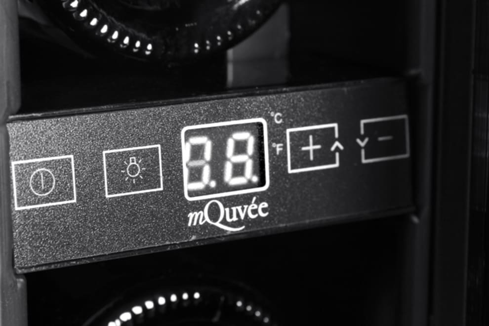 mQuvee display inbyggbar rostfri vinkyl