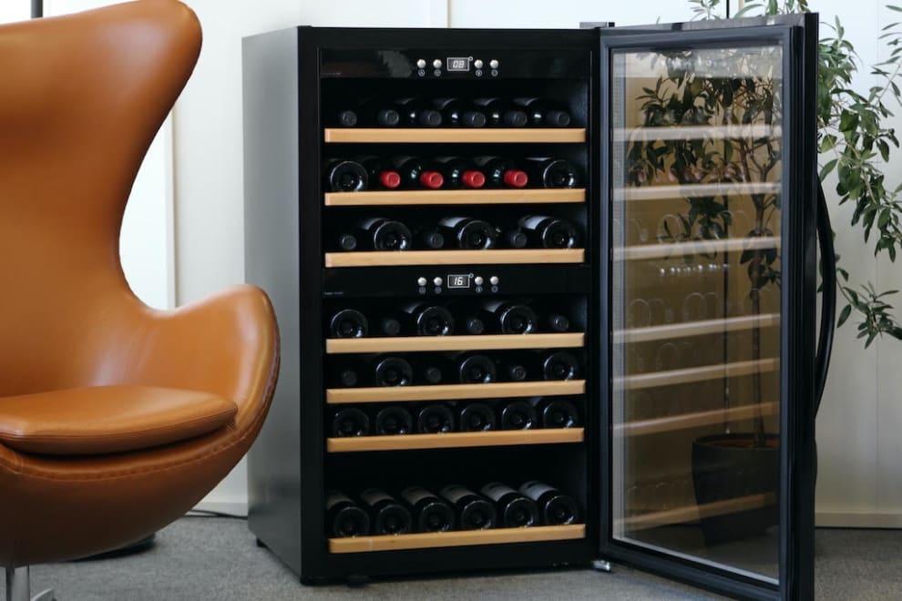 mQuvée Freistehender Weinkühlschrank - WineExpert 66 Fullglass Black