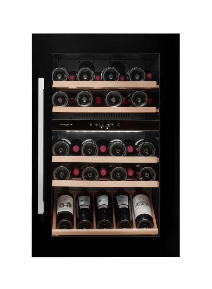 Svart integrerbar vinkyl med plats till 52 flaskor