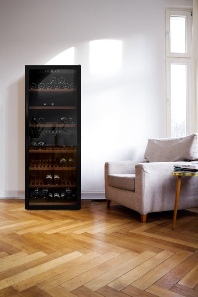 mQuvée Freistehender Weinkühlschrank - WineExpert 126 Fullglass Black
