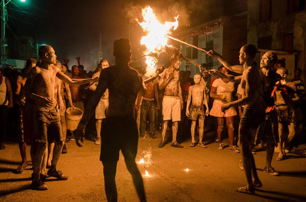 Flambeau troupe lighting torches