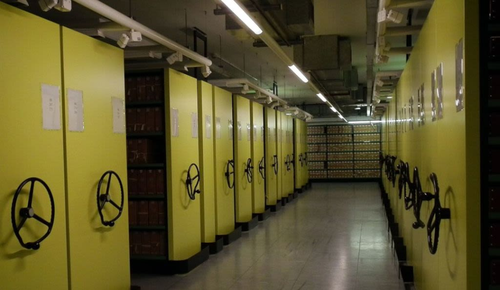 A_view_of_the_yellow_repository_at_The_National_Archives-INSIDE