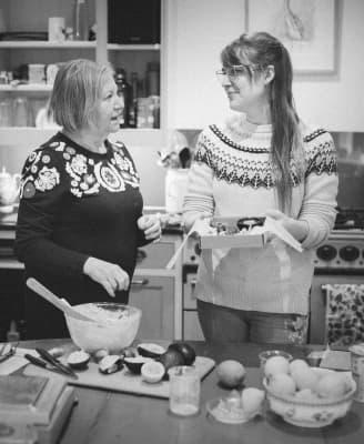 Claire et Mo dans la cuisine