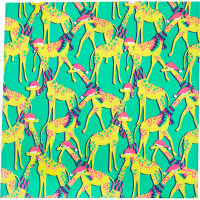 Ein knallgrünes Tuch bedruckt mit vielen Cartoon Giraffen