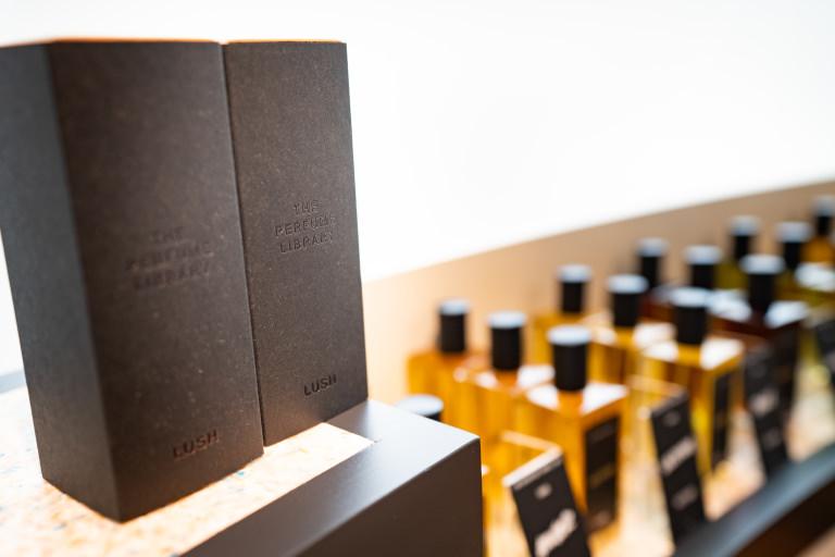 LUSH 新宿店 Perfume Library