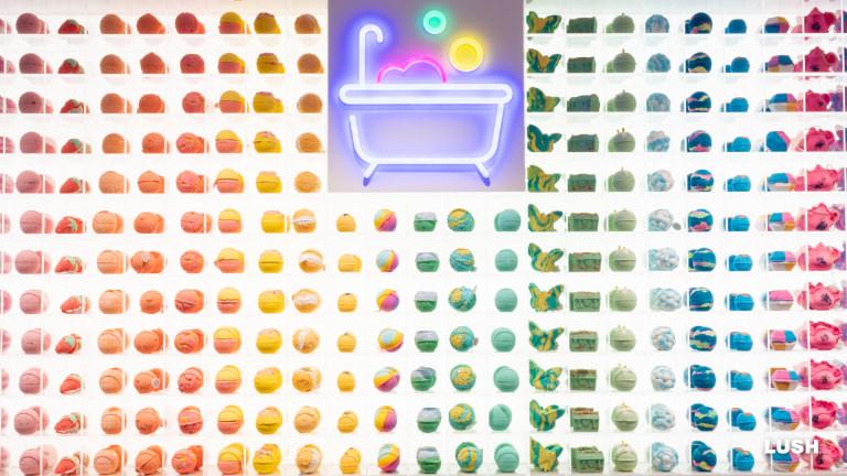 ラッシュ LUSH 新宿 Shinjuku フラッグシップ バスボム ゴミゼロ パッケージフリー プラスチックフリー 入浴剤 お風呂 ネオン