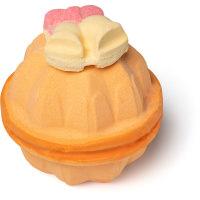 dont let the bells end amazeball é uma das bombas de banho exclusivas de natal cor salmão e amarelo e aroma floral