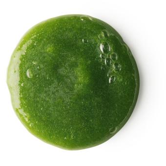Grünes Shampoo mit grobem Salz