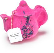 More Tea And Sympathy - Bomba da bagno a forma teiera in edizione limitata per la Festa della Mamma | Con fiori di fiordaliso, tè verde e una bustina di tè Earl Grey.