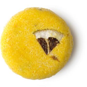 Montalbano é um dos champôs sólidos da Lush Amarelo Redondo com uma fatia de limão