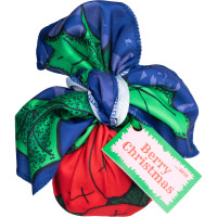 Ein kleines Geschenk verpackt in ein umweltfreundliches Knot Wrap