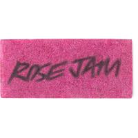 Um papel sabonete retangular de cor rosa com as palavras rose jam escritas.