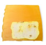 ein stück der gelben lemon zest seife